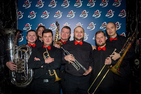 "July 5, 19:00, Art Music Brass Band performing at the ""Stone Flower"" fountain at VDNKh."
